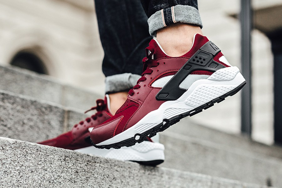 team-red-colorway-nike-air-huarache-2