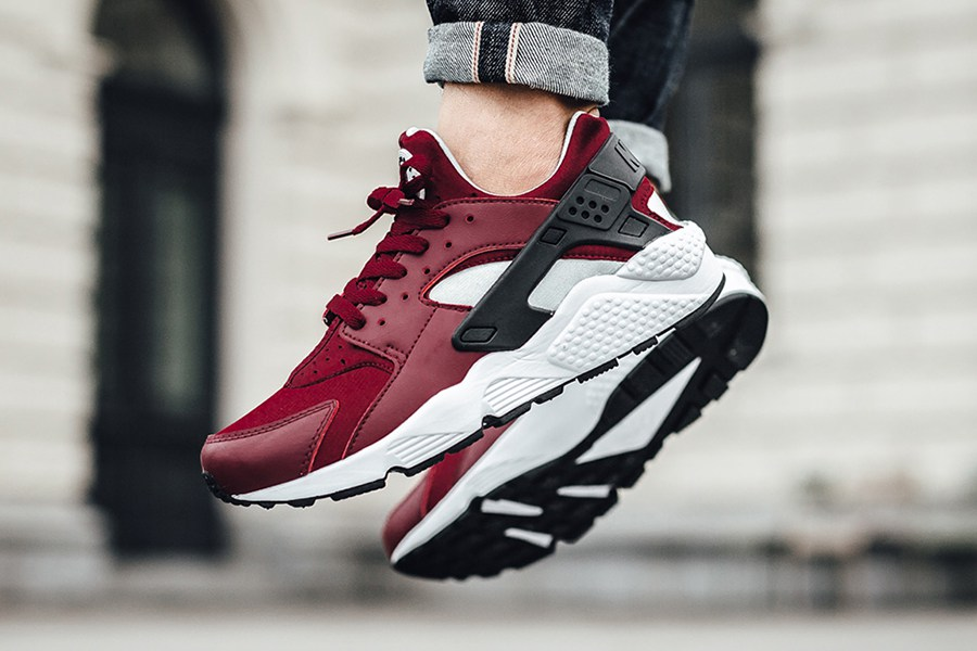 team-red-colorway-nike-air-huarache-3